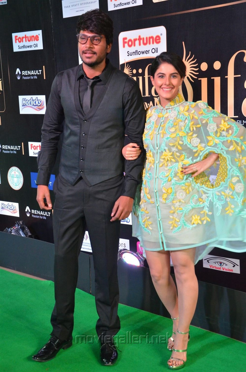 Sandeep Kishan, Isha Talwar @ IIFA Utsavam 2017 Green Carpet (Day 1) Photos
