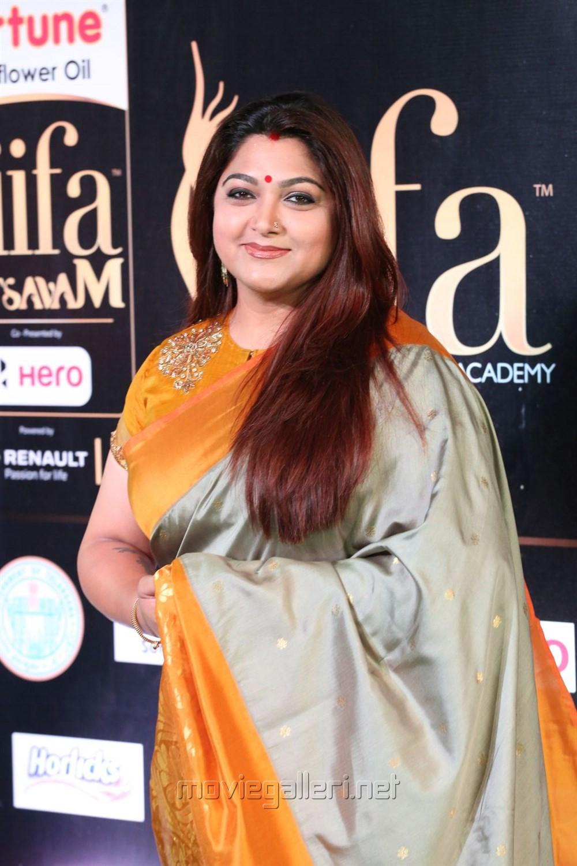Kushboo Tamil Hot Delightful picture 1177670   actress kushboo @ iifa utsavam 2017 green carpet