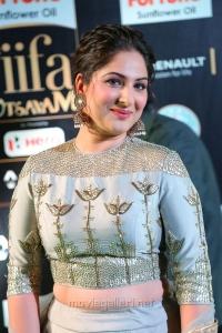 Actres Gowri Munjal @ IIFA Utsavam Awards 2017 Green Carpet Stills