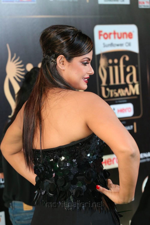 Actress Neetu Chandra @ IIFA Utsavam Awards 2017 Green Carpet Stills