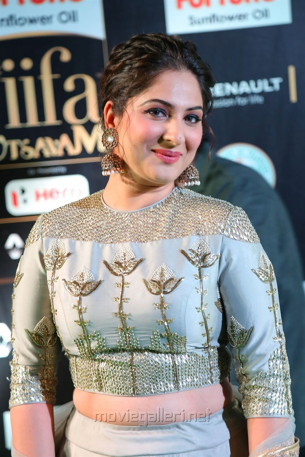 Actres Gowri Munjal @ IIFA Utsavam Awards 2017 Green Carpet Stills
