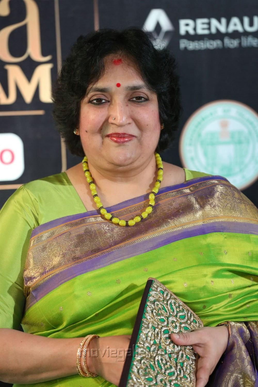 Latha Rajinikanth @ IIFA Utsavam Awards 2017 Green Carpet Stills