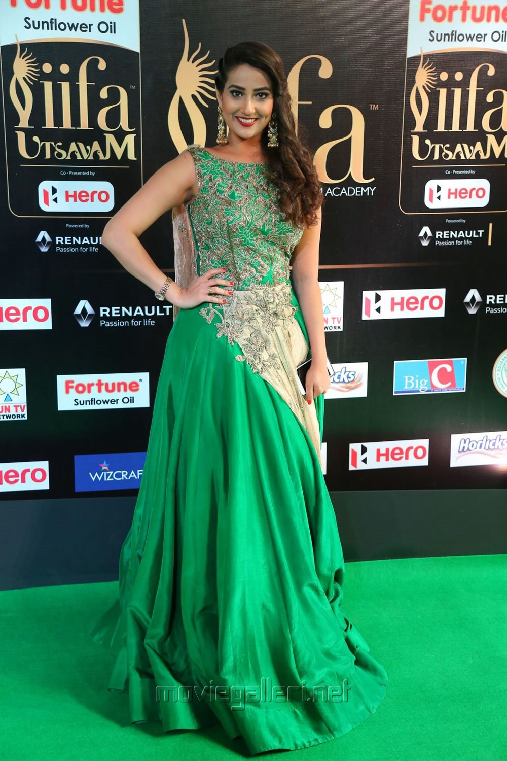 Anchor Manjusha @ IIFA Utsavam Awards 2017 Green Carpet Stills