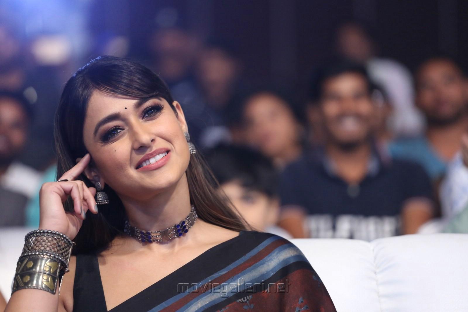 Amar Akbar Anthony Actress Ileana Brown Saree Photos HD