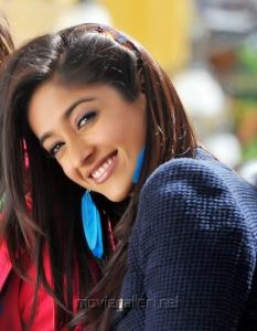 Ileana Hot Photos in Devudu Chesina Manushulu