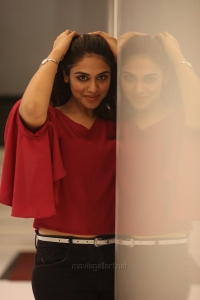 Tamil Actress Indhuja Images HD