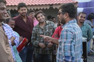 Santhanam, Raju Sundaram @ Inimey Ippadithaan Movie Shooting Spot Photos