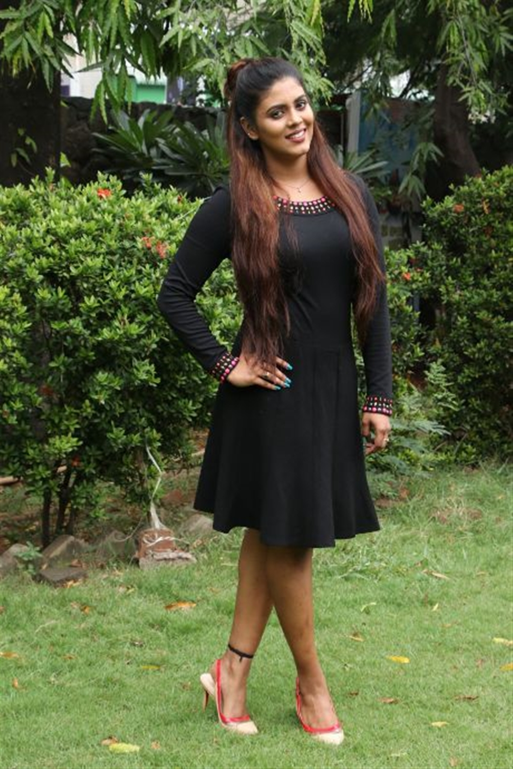 Tamil Actress Iniya in Black Dress Pics