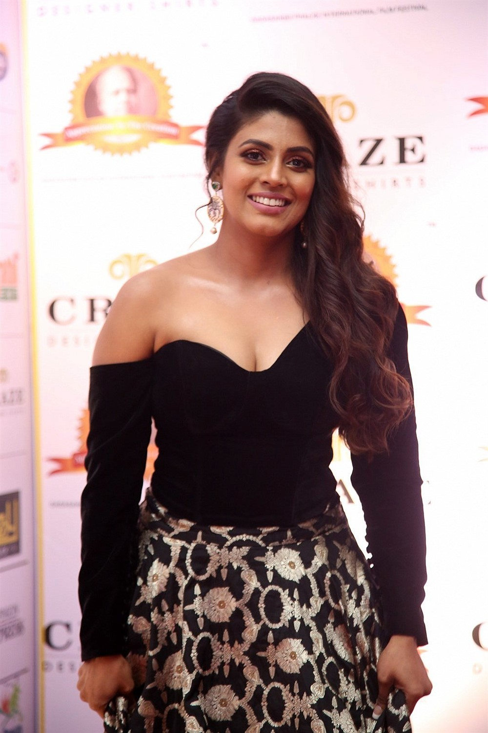 Tamil Actress Iniya New Photos
