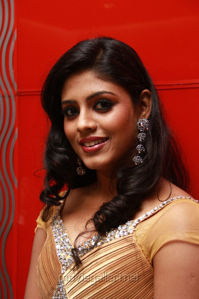 Actress Iniya New Hot Photos