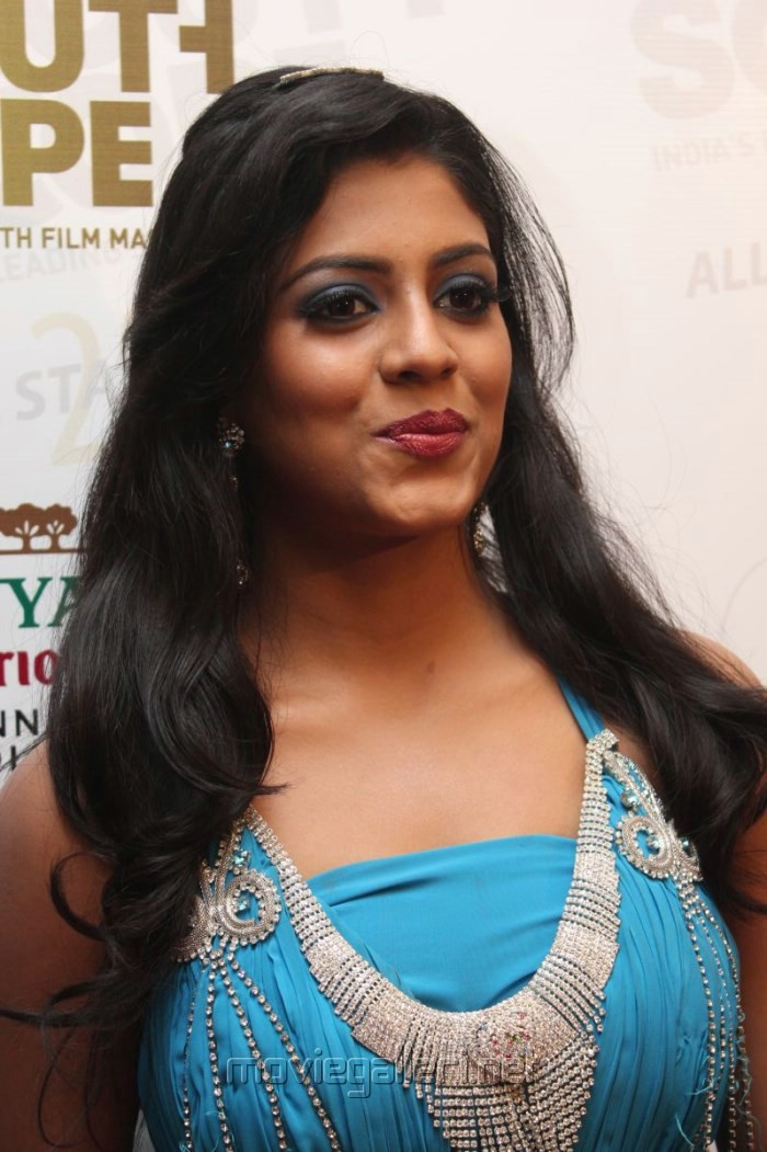 Tamil Actress Iniya Hot Images in Sleeveless Long Dress [ Gallery View