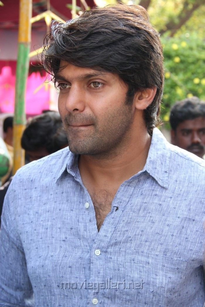 Actor Arya @ Inji Idupazhagi Movie Pooja Stills