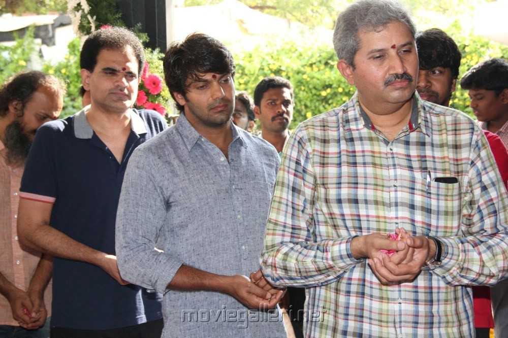 Inji Idupazhagi Movie Pooja Stills