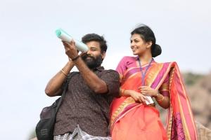 Dinesh, Anandhi in Irandam Ulaga Porin Kadaisi Gundu Movie Stills HD