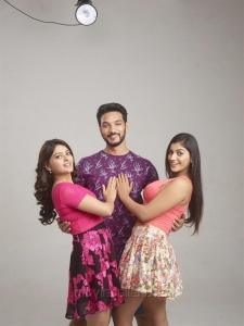 Vaibhavi, Gautham Karthik, Yaashika in Iruttu Araiyil Murattu Kuththu Movie Images