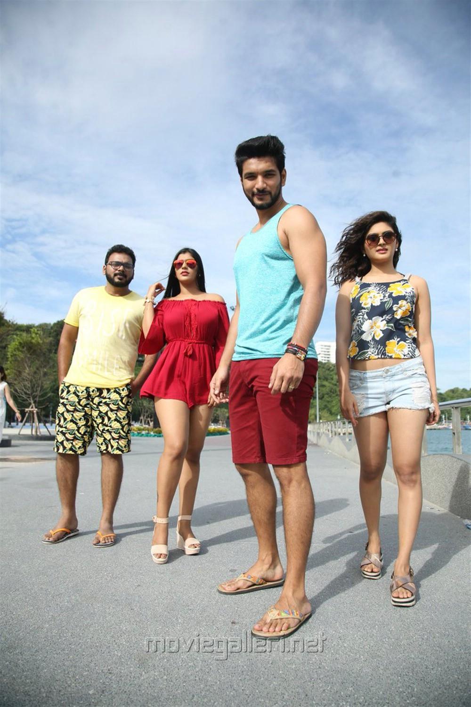 Gautham Karthik, Vaibhavi Shandilya, Shah Ra, Yaashika Aanand in Iruttu Araiyil Murattu Kuththu Movie Images