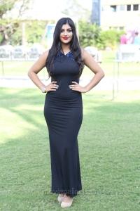 Actress Yaashika Aanand @ Iruttu Araiyil Murattu Kuthu 2nd Single Launch Press Meet Stills