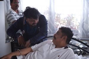 VZ Dhorai, Sundar C in Iruttu Movie HD Images