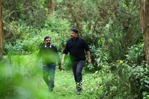 VTV Ganesh, Sundar C in Iruttu Movie Stills HD