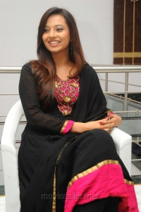 Srimannarayana Actress Isha Chawla New Cute Photos