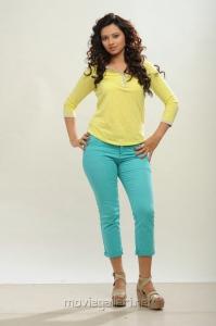Actress Isha Chawla Latest Photoshoot Pics in Jeans