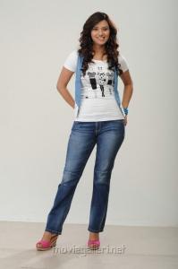 Telugu Actress Isha Chawla Latest Photoshoot Pics in Jeans