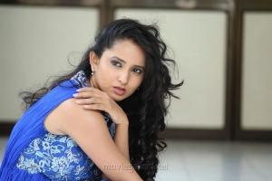 Telugu Actress Ishika Singh Wallpapers