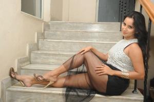 Telugu Actress Ishika Singh Hot Wallpapers