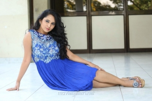 Telugu Actress Ishika Singh New Wallpapers