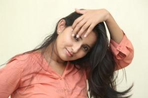 Telugu Heroine Ishika Singh Wallpapers