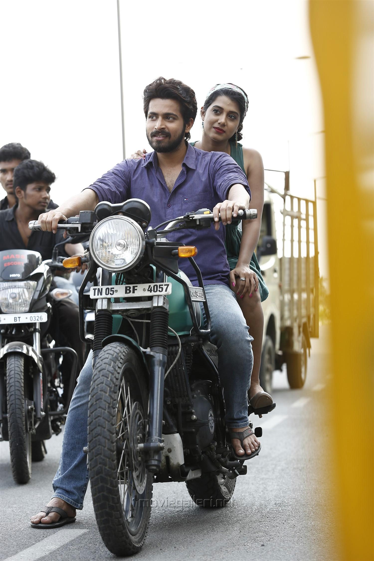Harish Kalyan, Shilpa Manjunath in Ispade Rajavum Idhaya Raniyum HD Images