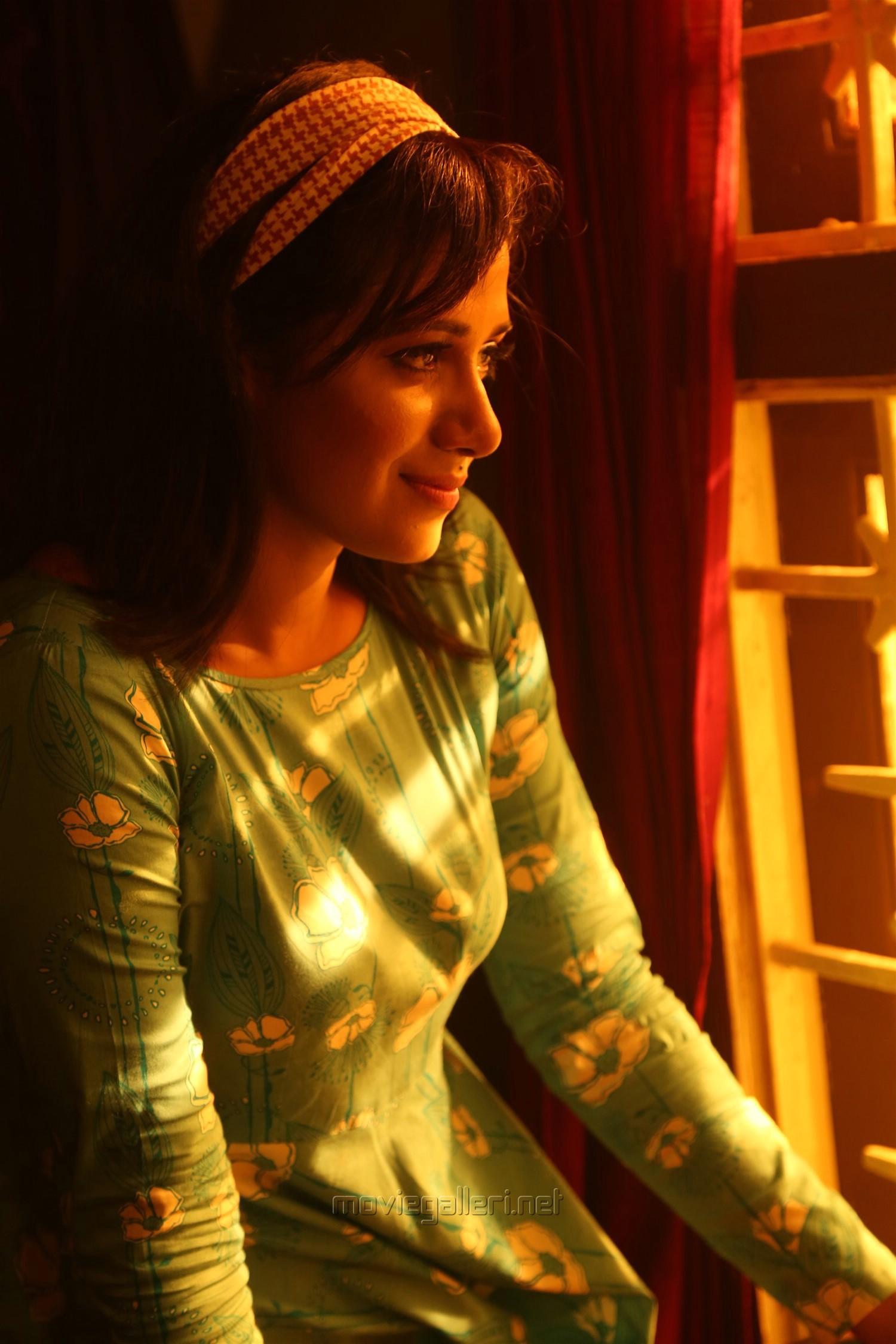 Actress Shilpa Manjunath in Ispade Rajavum Idhaya Raniyum Movie HD Images