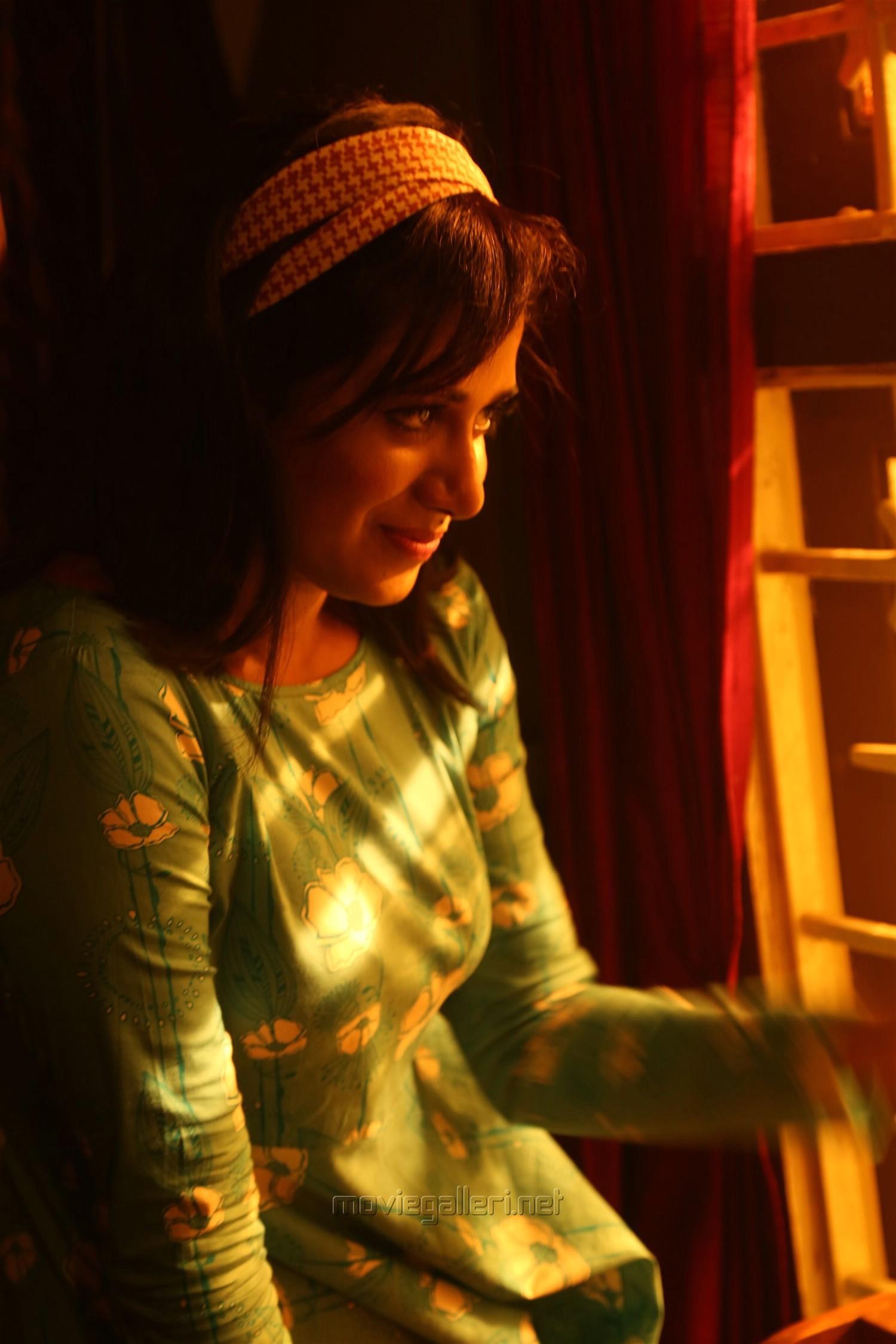 Ispade Rajavum Idhaya Raniyum Actress Shilpa Manjunath HD Images