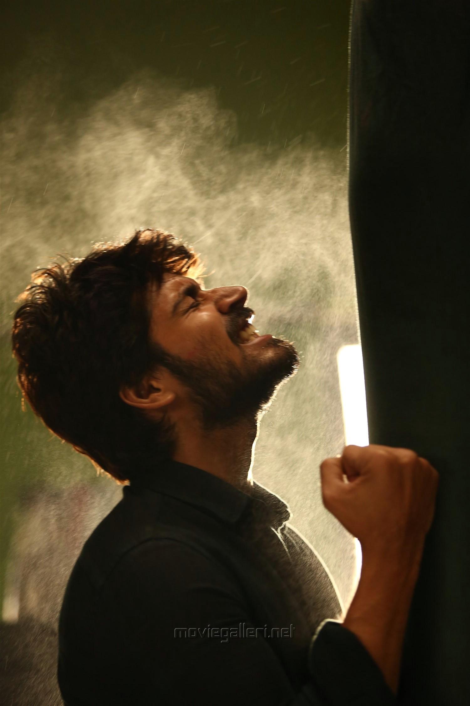 Hero Harish Kalyan in Ispade Rajavum Idhaya Raniyum Movie HD Images