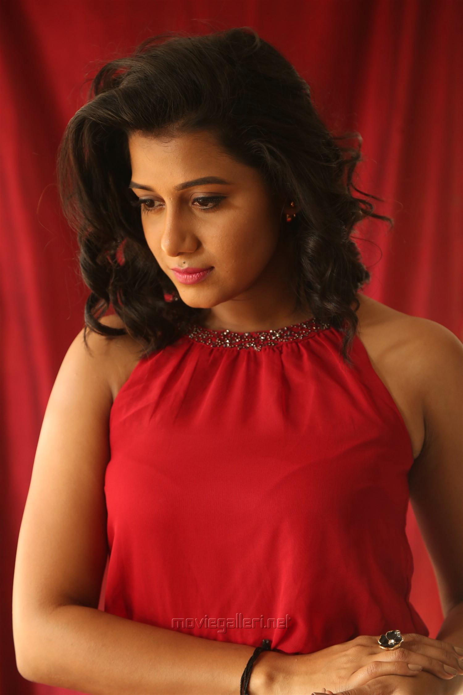 Ispade Rajavum Idhaya Raniyum Heroine Shilpa Manjunath HD Images