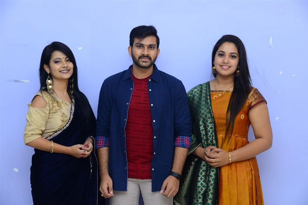 Shubangi Pant, Sree Karthikeya, Himansee @ Itlu Anjali Movie Trailer Launch Stills