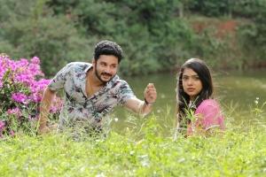 Vishnu, Varsha in Ivan Yaar Endru Therigiratha Movie Stills