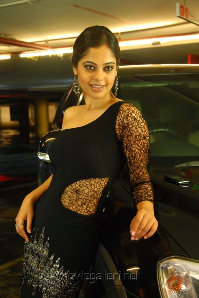 Actress Bindu Madhavi in Jameen Tamil Movie Stills