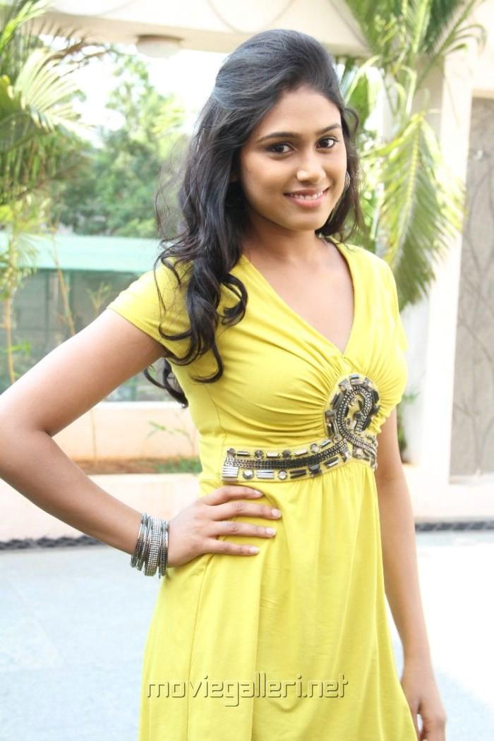 Actress Manisha Yadav at Jannal Oram Movie Press Meet Stills