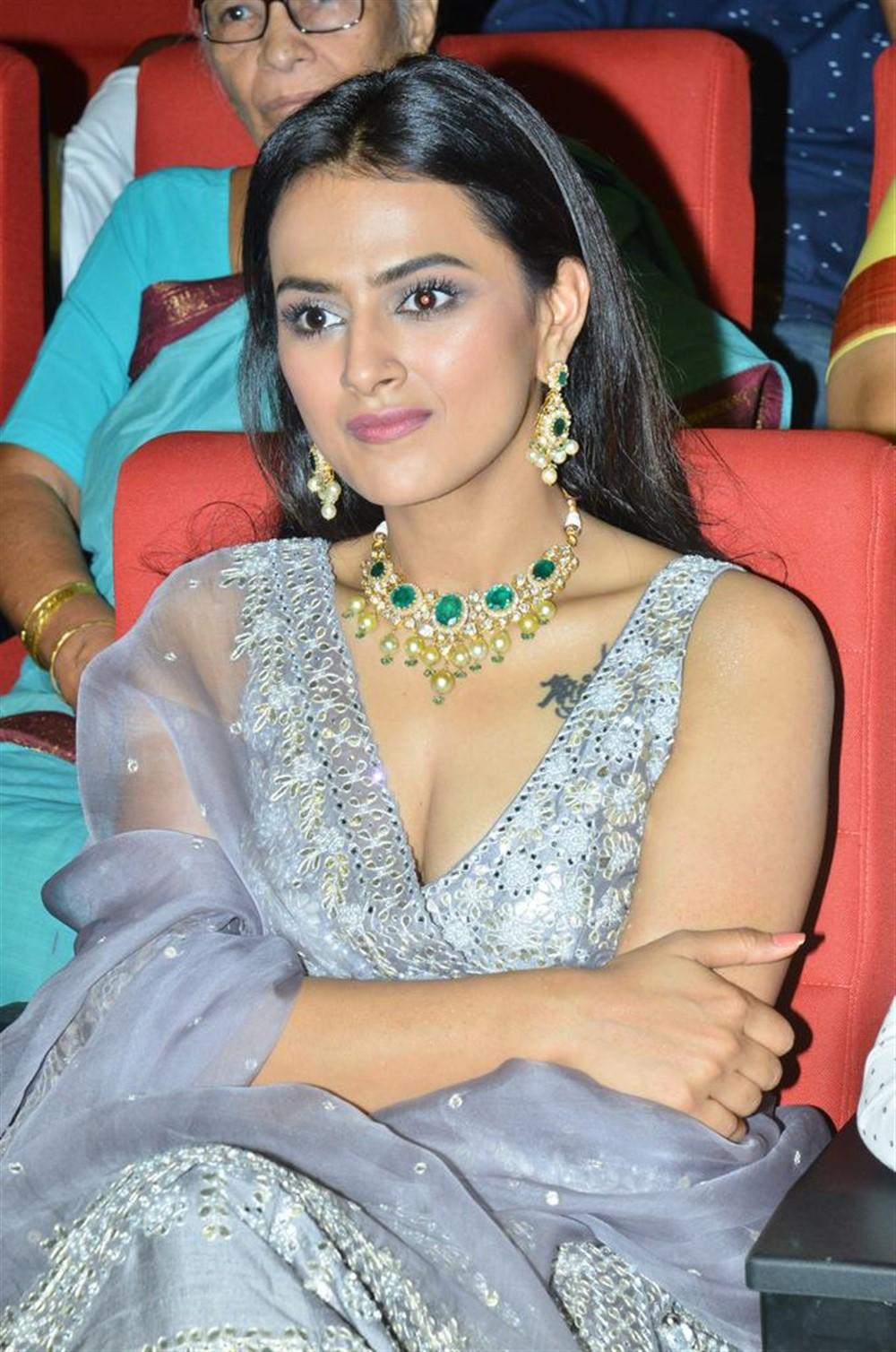 Actress Shraddha Srinath @ Jersey Movie Pre Release Function Stills