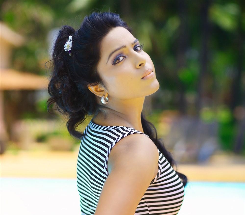 Tamil Actress Rhasitha Photoshoot Images