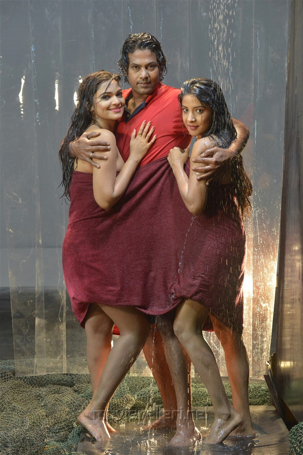 Ashwini, Jeevan, Sakshi Agarwal in Jeyikkira Kuthira Movie Stills in Jeyikkira Kuthira Movie Stills