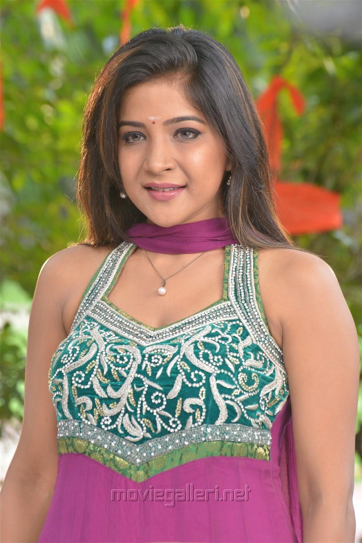 Actress Sakshi Agarwal in Jeyikkira Kuthira Movie Stills