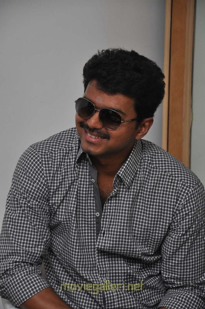 Picture 422406 | Actor Ilayathalapathy Vijay at Jilla ...