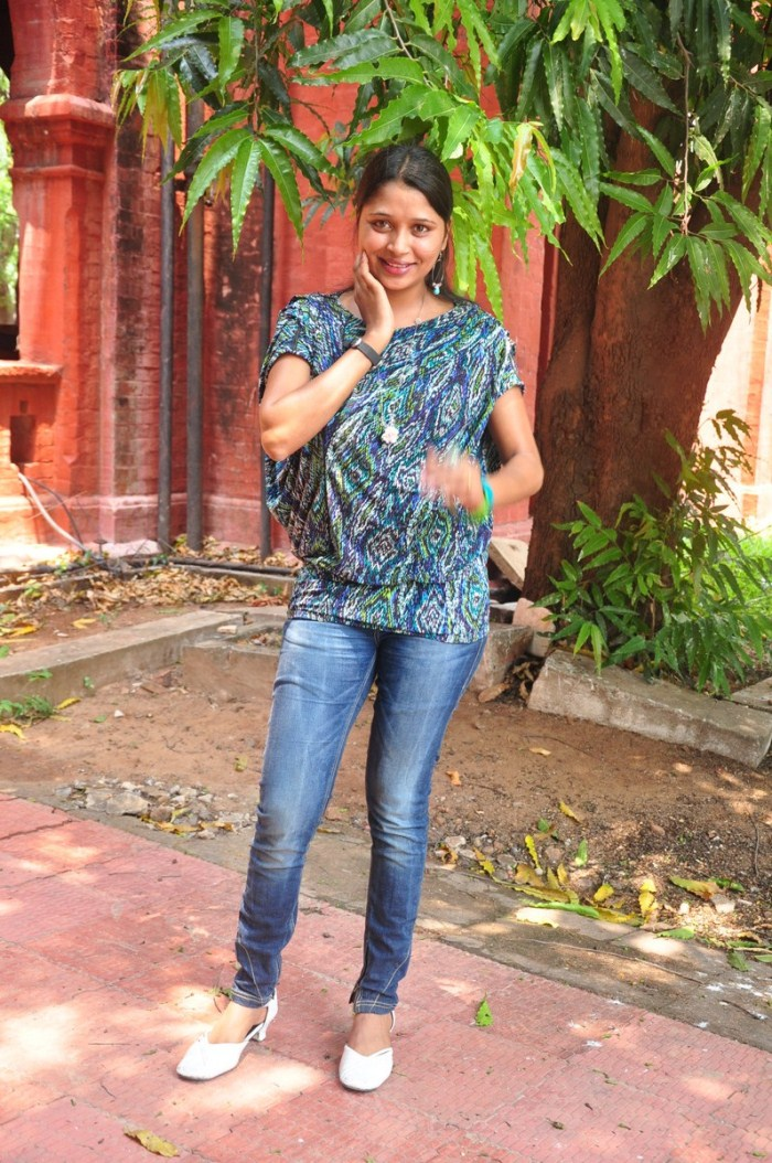 Tamil Actress Jothisha Stills Pictures Photos
