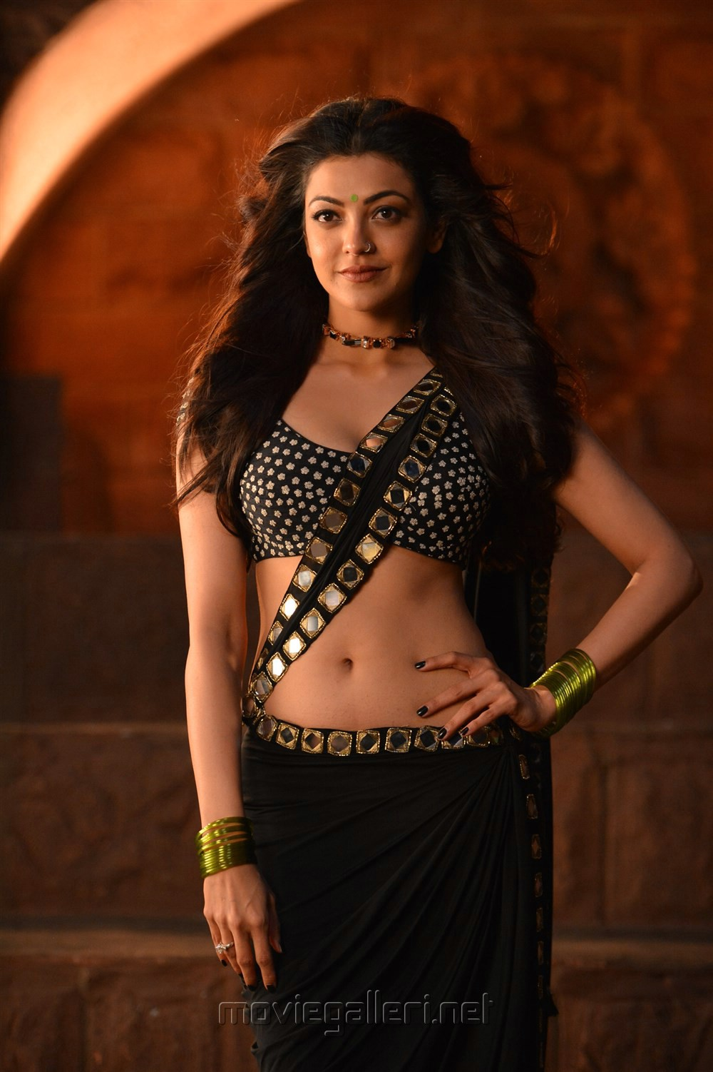 Actress Kajal Agarwal Hot Pics in Pakka Local Song from Janatha Garage
