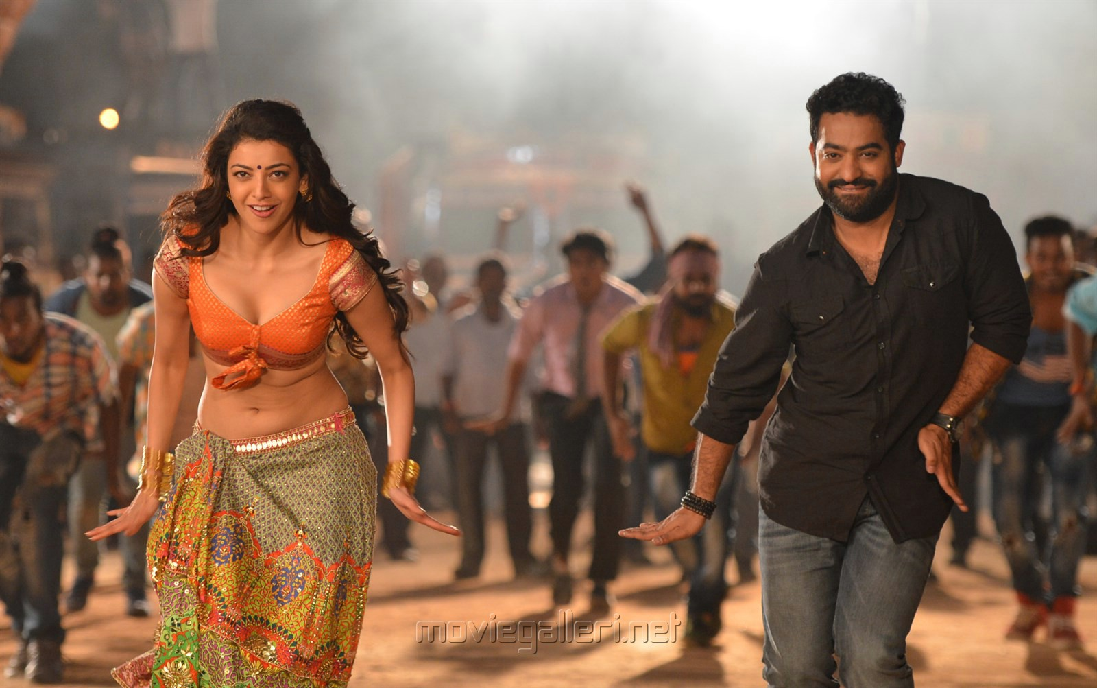 Jr NTR & Kajal Agarwal Hot Pics in Pakka Local Janatha Garage