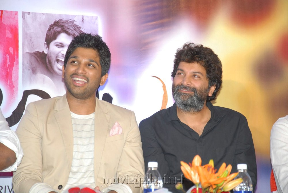 Allu Arjun, Trivikram Srinivas at Julayi Platinum Disc Function Stills