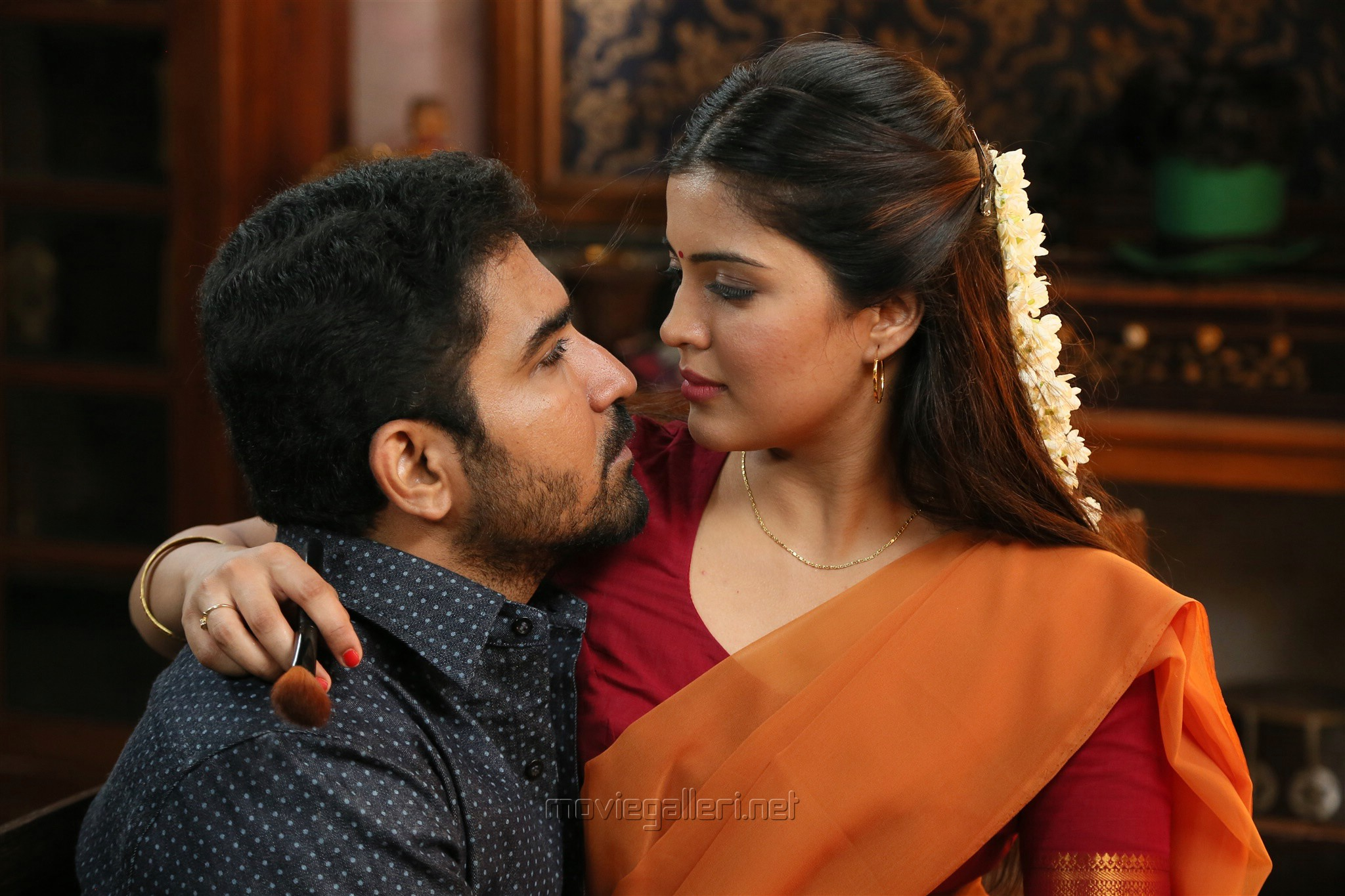 Vijay Antony, Amritha in Kaali Movie Stills HD