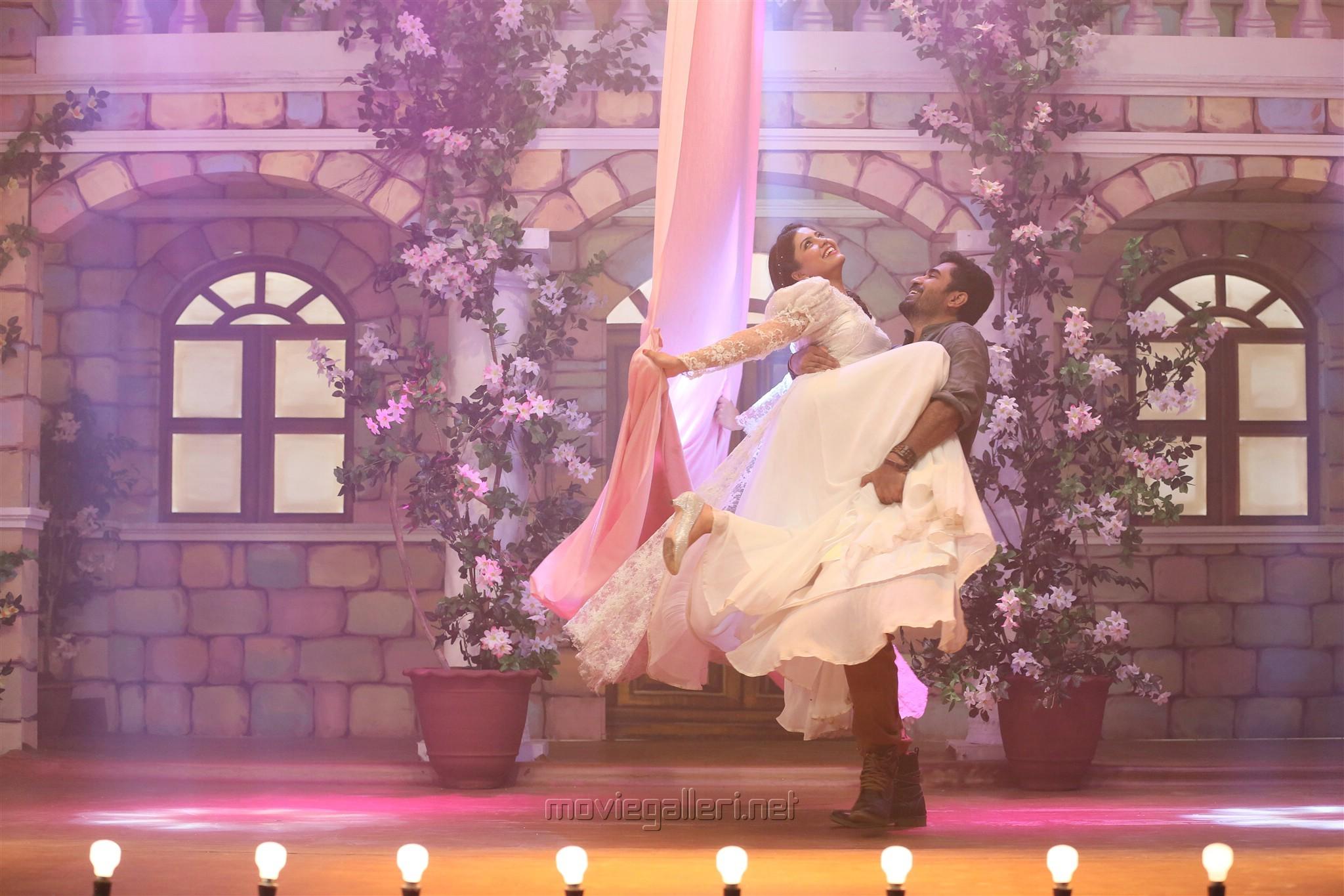 Vijay Antony, Amritha in Kaali Movie Stills HD